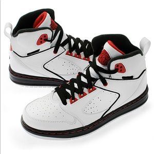 NIKE AIR JORDAN SIXTY CLUB (GS) BIG KIDS 5…